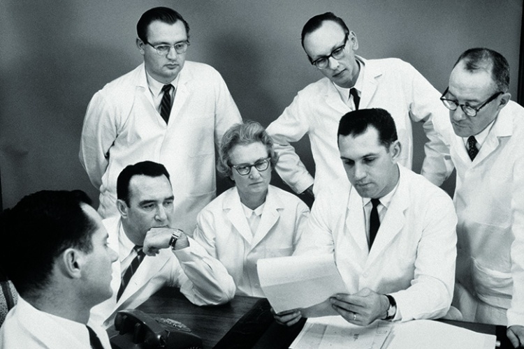 woman-outnumbered-by-male-scientists